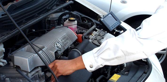 車のエンジン内部点検画像