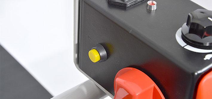 前輪ロック解除ボタン